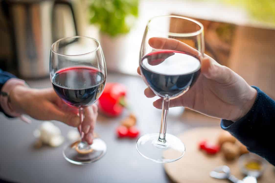 Photo of יין אדום: הסגולות הבריאותיות של יין אדום לחיים ארוכים