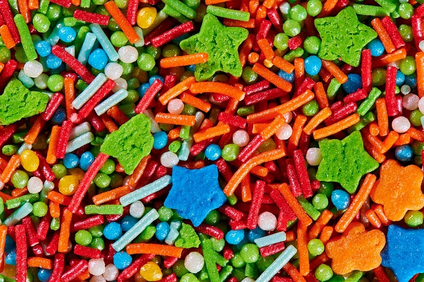 המון סוגים שונים של סוכריות גומי בכל הצבעים מעורבבות ביחד