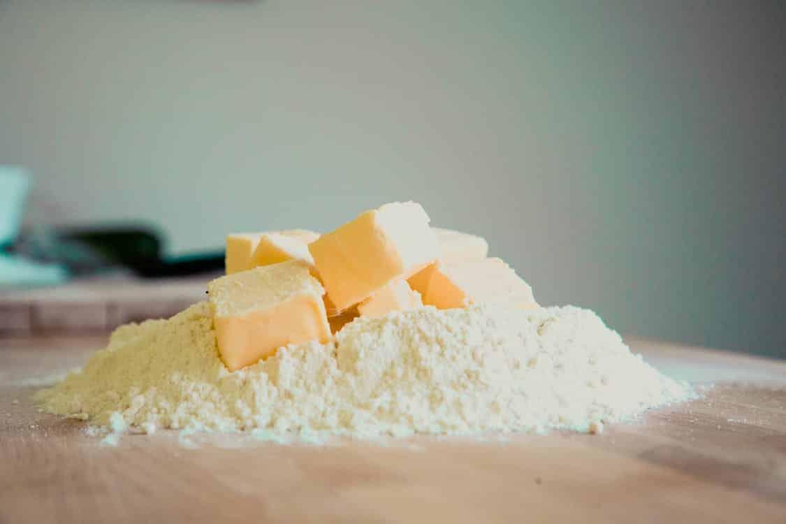 חמאה על קמח לבן