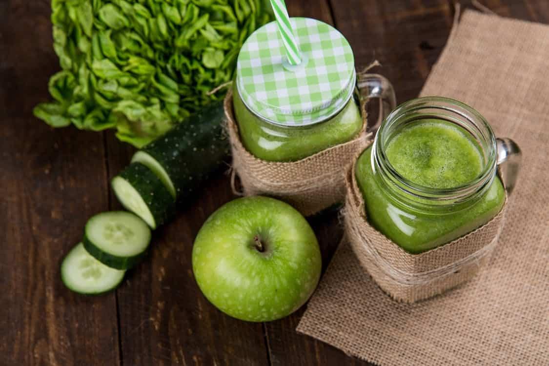 משקאות ומאכלים שונים שעוזרים עם ניקוי רעלים